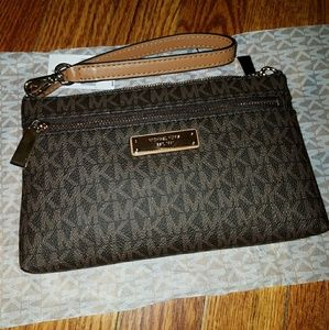 Michael Kors Wristlet Purse NEW MK